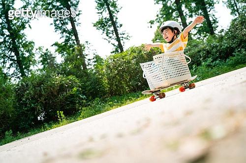 한국인, 어린이 (인간의나이), 초등학생, 유치원생, 스케이트보드, 스케이트보딩, 여름방학, 방학, 장난치기, 플레이 (움직이는활동), 순수, 순진, 즐거움 (컨셉), 행복