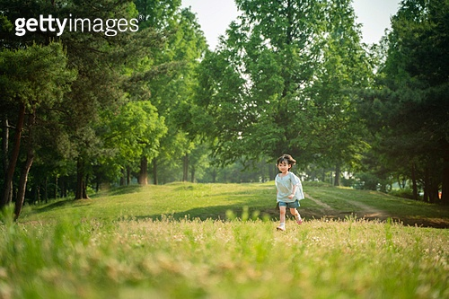 한국인, 어린이 (인간의나이), 유치원생, 소녀 (여성), 여름방학, 방학, 행복, 즐거움, 달리기 (물리적활동), 행복 (컨셉)