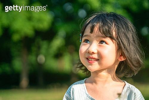 한국인, 어린이 (인간의나이), 유치원생, 소녀 (여성), 방학, 순수, 행복, 미소, 웃음 (얼굴표정), 즐거움 (컨셉), 행복 (컨셉), 기쁨 (컨셉)
