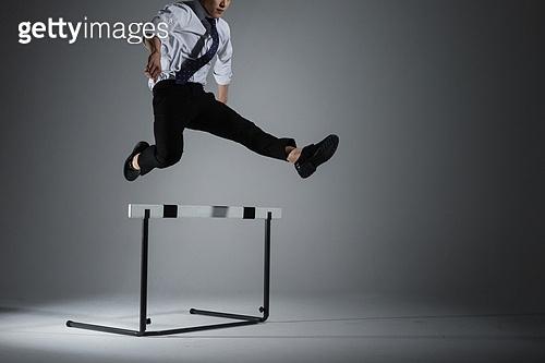 허들 (스포츠용품), 비즈니스, 남성, 피로 (물체묘사), 장애, 점프, 장애물뛰어넘기 (마장마술)