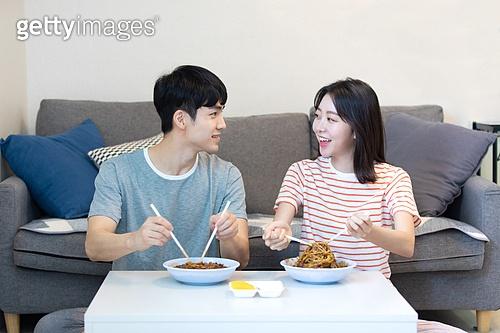 라이프스타일, 한국인, 커플 (인간관계), 점심 (식사), 자장면 (면), 배달음식