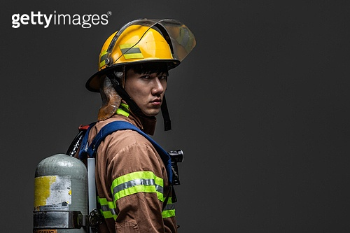 한국인, 영웅, 소방관, 방화복 (방호복), 사고재해 (주제), 구출 (컨셉), 응급서비스직업 (직업)