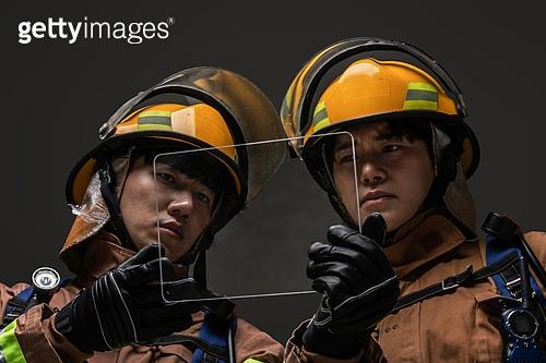 영웅, 소방관, 사고재해 (주제), 구출 (컨셉), 응급서비스직업 (직업), 전문직, 팀워크 (협력)