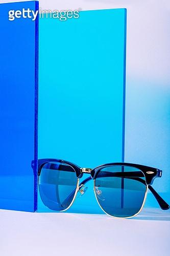 오브젝트 (묘사), 백그라운드, 여름, 자외선, 자외선차단, 아크릴, 색상, 컬러, 선글라스, 패션, 강렬한색채, 파랑
