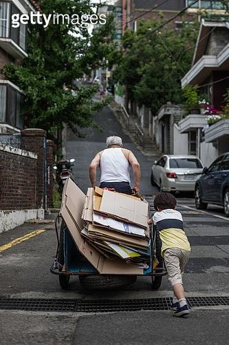 노인 (성인), 가난 (사회이슈), 독거노인, 어린이 (인간의나이), 도움 (컨셉), 고역