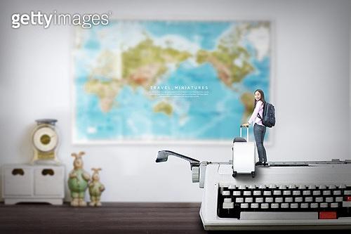그래픽이미지, 미니어쳐 (공예품), 풍경 (컨셉), 휴가 (주제), 혼자여행 (여행), 여성, 타자기, 여행가방 (짐)