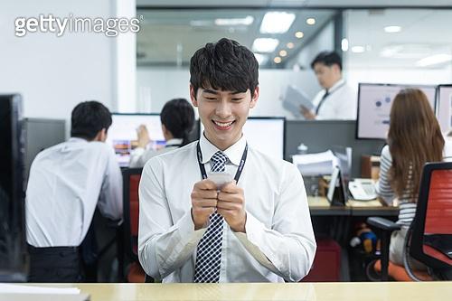한국인, 비즈니스맨 (사업가), 사무실 (업무현장), 신입사원 (화이트칼라), 신입사원, 인턴 (직업), 인턴, 채용 (고용문제), 행복, 행복 (컨셉), 성취, 성취 (성공)