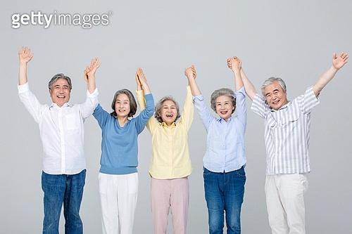 노인 (성인), 공동체 (컨셉), 미소, 즐거움 (컨셉), 만세, 손들기