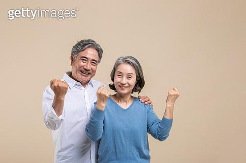 노인 (성인), 노인커플 (이성커플), 주먹, 화이팅, 미소, 밝은표정, 건강관리