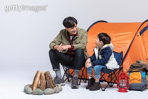 아빠, 아들, 캠핑, 함께함 (컨셉), 미소, 대화