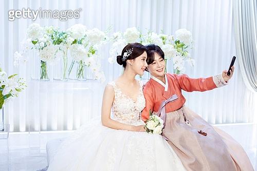 결혼식, 신부 (결혼식역할), 대기실 (공공건물), 엄마, 스마트폰, 셀피