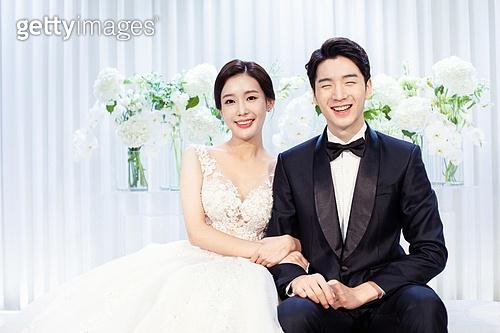 남성, 여성, 결혼식, 신부대기실, 커플, 팔짱[두명이상] (만지기), 미소