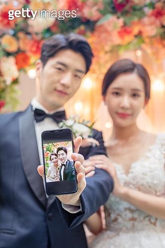 남성, 여성, 결혼식, 커플, 스마트폰, 초대장 (축하카드), 미소, 초대장