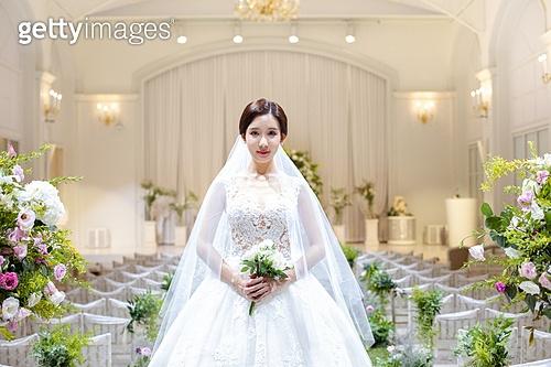 여성, 결혼식, 결혼식장 (건설물), 웨딩드레스 (드레스), 부케, 미소