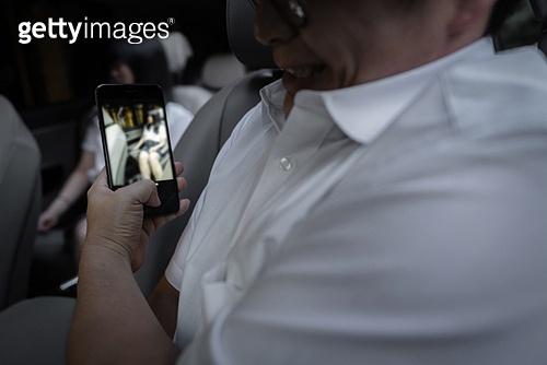 차량호출서비스 (컨셉), 카셰어링 (공유경제), 운전사 (운송직업), 불법촬영 (사진촬영), 휴대폰, 사회이슈 (주제), 성희롱 (사회이슈)