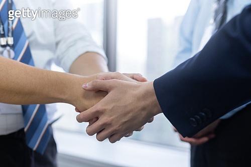 한국인, 비즈니스, 비즈니스맨, 악수, 악수 (제스처), 손잡기 (홀딩), 비즈니스 (주제), 믿음 (컨셉), 신뢰 (컨셉), 파트너십, 함께함, 협력