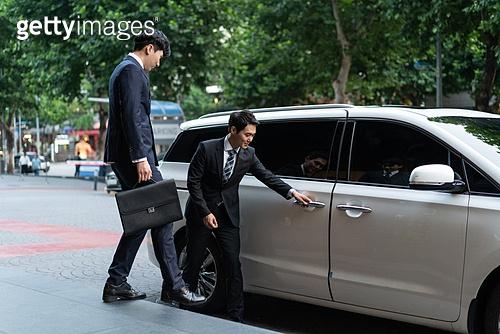 차량호출서비스, 카셰어링 (공유경제), 비서, 비서 (화이트칼라), 한국인, 교통수단, 운전사, 운전사 (운송직업), 기사도 (예절), 차량호출서비스 (컨셉)