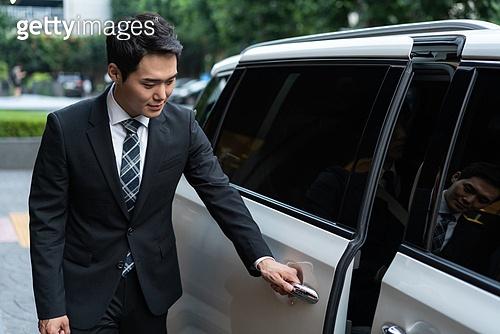 차량호출서비스, 카셰어링 (공유경제), 비서, 비서 (화이트칼라), 한국인, 교통수단, 운전사, 운전사 (운송직업), 기사도 (예절), 차량호출서비스 (컨셉), 자동차문 (교통수단문)