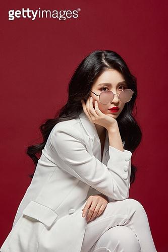 여성, 멋 (컨셉), 아름다움, 립스틱, 엷은색선글라스 (선글라스)