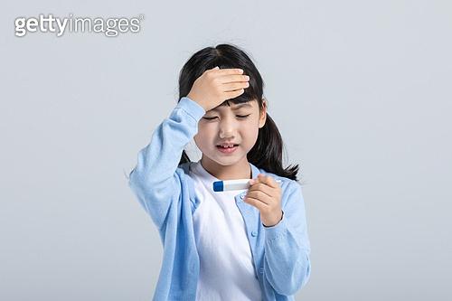 어린이 (나이), 감기 (질병), 온도계 (측정도구), 열 (질병), 두통