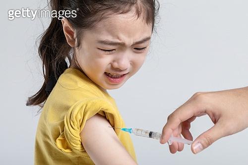 어린이 (나이), 감기 (질병), 예방접종 (주사), 고통 (컨셉)