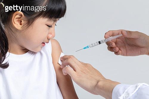 어린이 (나이), 감기 (질병), 예방접종 (주사), 울음 (얼굴표정)