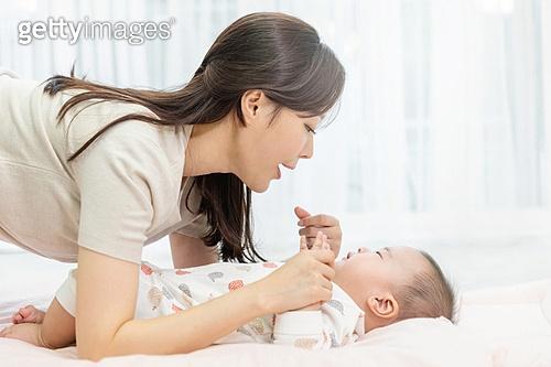 행복, 육아, 아기 (나이), 남자아기 (남성), 엄마, 육아맘 (엄마), 육아맘, 돌보기 (컨셉)