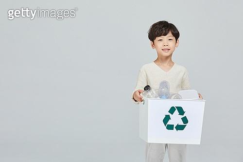어린이 (나이), 재활용 (환경보호), 재활용통 (쓰레기통), 환경, 환경보호 (환경), 플라스틱, 환경운동가 (역할)