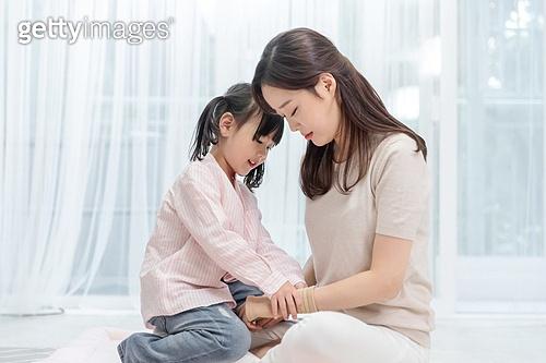 어린이 (나이), 엄마, 돌보기 (컨셉), 육아맘, 스트레스, 손목밴드, 딸, 위로