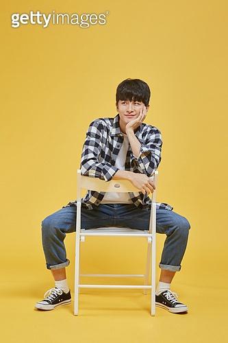 한국인, 대학생, 청년 (성인), 청년남자 (성인남자), 라이프스타일, 신입생, 앉기