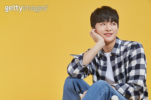 한국인, 대학생, 청년 (성인), 생각 (컨셉), 아이디어 (컨셉), 응시 (감각사용)