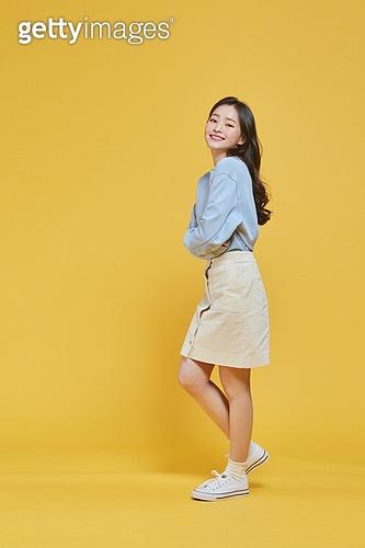 한국인, 대학생, 신입생, 상업이벤트 (사건), 여학생, 여성 (성별), 청년여자 (성인여자), 웃음 (얼굴표정), 기쁨 (컨셉), 즐거움 (컨셉), 행복