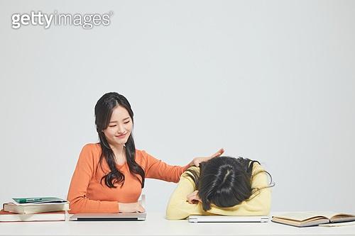 한국인, 대학생, 청년 (성인), 라이프스타일, 신입생, 취업준비생, 캠퍼스, 도전, 비교, 위로, 프레너미, 라이벌 (컨셉)