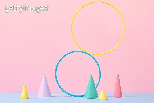 백그라운드, 사람없음, 오브젝트 (묘사), 컬러, 파스텔톤 (색상강도), 도형, 기하학모양 (도형), 원뿔, 교육 (주제), 원형 (이차원모양), 장난감블록 (장난감), 블록모양 (도형)
