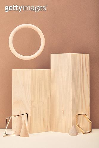 백그라운드, 사람없음, 오브젝트 (묘사), 컬러, 도형, 기하학모양, 교육 (주제), 장난감블록, 블록모양, 실내, 스튜디오촬영, 금속, 육면체 (Three-dimensional Shape), 원뿔, 원형 (이차원모양)
