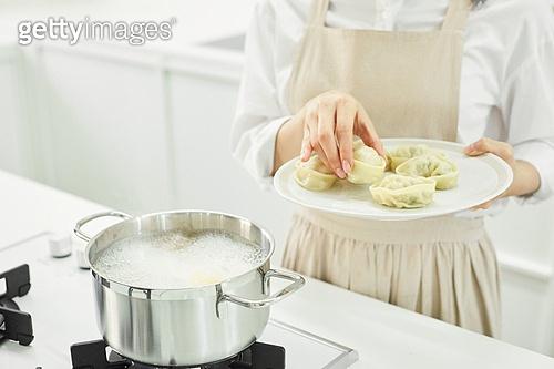 가정주방 (주방), 음식재료 (음식), 요리하기 (음식준비), 레시피, 만두 (한식), 끓이기 (상태)