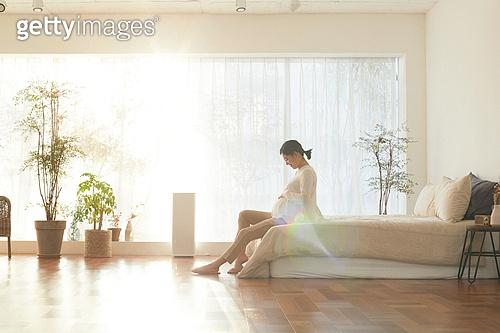 임신 (물체묘사), 미소, 햇빛 (빛효과), 기대 (컨셉), 출산준비 (치료)
