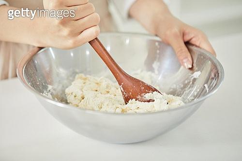 음식재료, 음식준비, 음식준비 (움직이는활동), 요리 (음식상태), 요리하기 (음식준비), 밀가루, 만두피, 만두피 (만두), 만두 (한식)