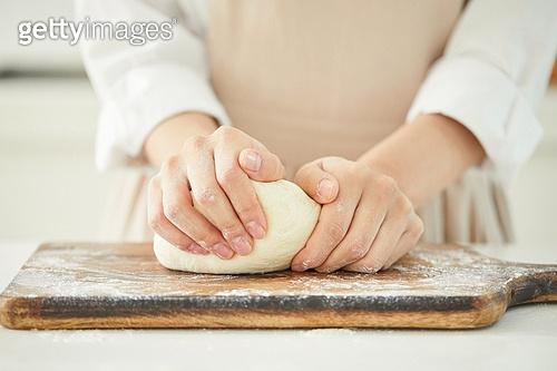 음식재료, 음식준비, 음식준비 (움직이는활동), 요리 (음식상태), 요리하기 (음식준비), 반죽하기, 밀가루, 만두피, 만두피 (만두), 만두 (한식)