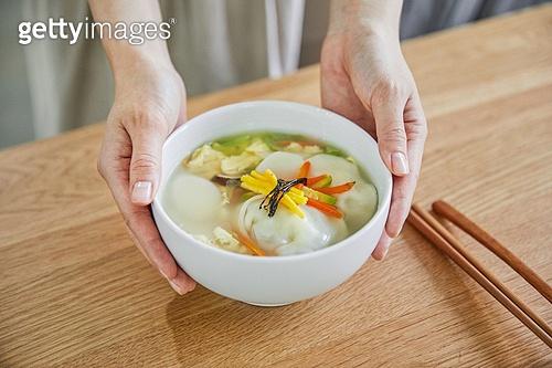 한식, 떡만두국, 떡만두국 (만두국), 명절음식, 떡국 (명절음식), 식사