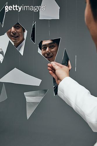한국인, 갈등, 내면, 대결, 감정, 감정 (All People), 얼굴표정 (커뮤니케이션컨셉), 비웃음 (얼굴표정)