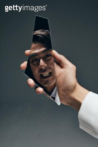 한국인, 갈등, 내면, 대결, 감정, 감정 (All People), 얼굴표정 (커뮤니케이션컨셉), 짜증 (컨셉), 불만 (컨셉), 스트레스 (컨셉), 불쾌함 (어두운표정)