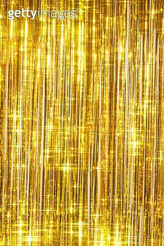 사람손, 사람팔, 뷰티, 쥬얼리, 아름다움, 의료성형뷰티, 손가락, 레트로스타일 (컨셉), 20세기스타일 (스타일), 컬러, 손톱 (손가락), 네일아트, 뉴트로, 파티, 커튼 (데코르), 백그라운드, 금색, 화려 (상태)