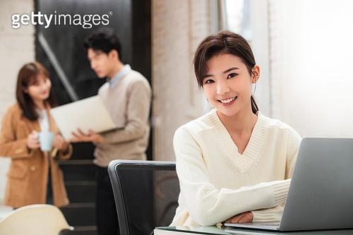 스타트업 (소기업), 라이프스타일, 비즈니스, 비즈니스미팅 (미팅), 회의실 (사무실), 업무현장, 팀워크, 노트북컴퓨터 (개인용컴퓨터)