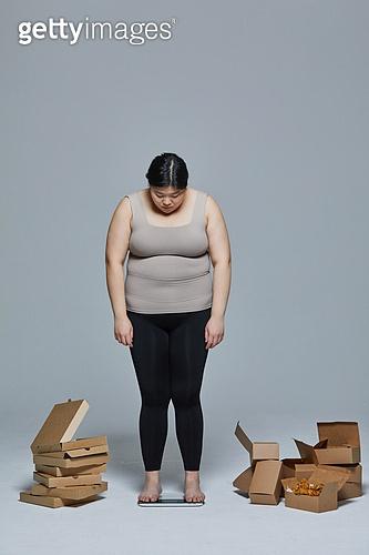 다이어트, 비만, 비만 (건장한체격), 복부비만, 허리 (사람몸통), 스트레스 (컨셉), 과식 (먹기), 폭식증 (섭식장애), 다이어트 (체형관리), 체중계, 체중계 (저울)