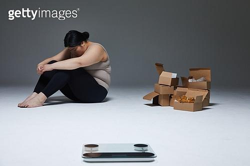 다이어트, 비만, 비만 (건장한체격), 복부비만, 허리 (사람몸통), 스트레스 (컨셉), 과식 (먹기), 폭식증 (섭식장애), 다이어트 (체형관리), 상자 (용기), 체중계 (저울), 체중계