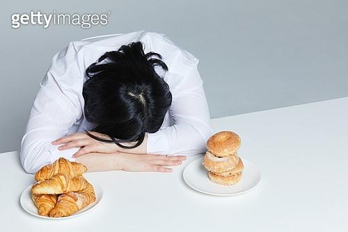 다이어트, 다이어트 (체형관리), 체형관리, 스트레스 (컨셉), 엎드림 (눕기)