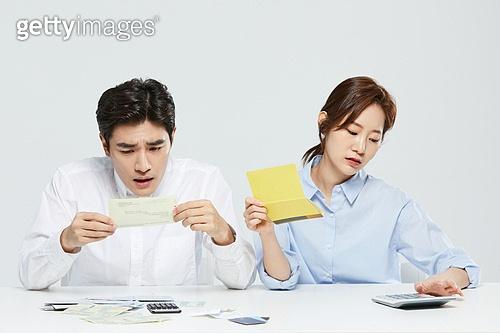 금융, 공과금, 과소비, 소비, 소비 (컨셉), 재테크, 고지서 (금융아이템), 은행통장 (은행서류)