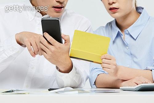 금융, 과소비, 소비, 재테크, 스마트폰, 은행통장 (은행서류)