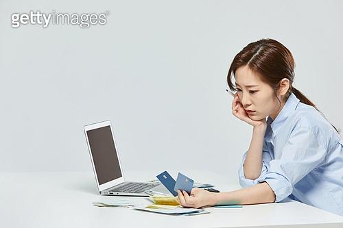 금융, 공과금, 과소비, 소비, 소비 (컨셉), 재테크, 디지털 (기술), 신용카드
